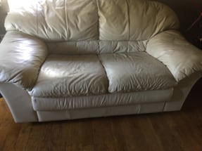 LEATHER LOVESEAT - WHITE - GOOD CONDITION