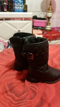 pair of black leather boots Toronto, M3N 2Z8