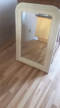 Cream framed mirror with slight distressing Ottawa, K1R 6R8
