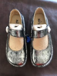 pair of gray-and-white leather flats Burbank, 91505