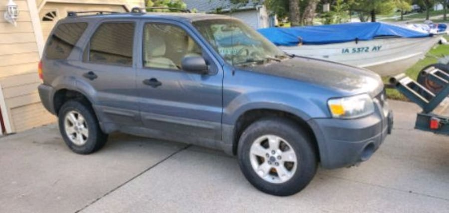 2005 Ford Escape mechanic special 12998f13-9f24-46ce-a231-73843672fe07