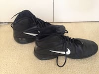 Women's Nike Basketball Shoes (Size 9) Vancouver, 98685