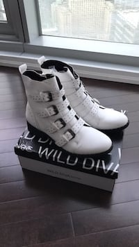 New white leather boots Toronto, M5J 0B1