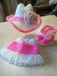pair of pink-and-white knitted shoes Gonzales, 70737