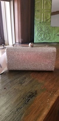 Silver metal clutch -NEW! Minneapolis, 55407