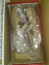 pair of women's beige flats with box Greer, 29651