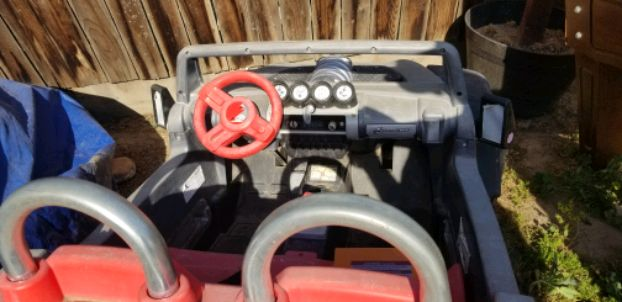 Photo Electric kids jeep. Seats 2 small kids. Have 2 batteries for it