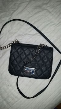 Nine west small cross body. 534 km
