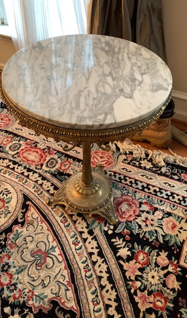 Antique mini table with marble top 50e4f10a-c2fc-4f6c-9492-2502c8d58ca7