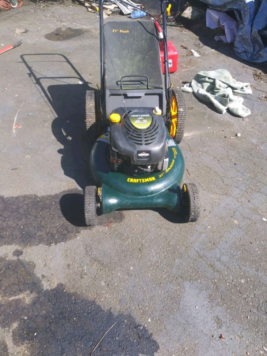 Photo Craftsman 21 in cut push mower with bag and big wheels