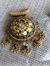 Indian pendant and earrings 32 km