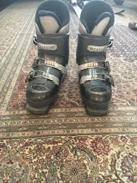 Kids ski boots comfort fit Calgary, T3H 1H7