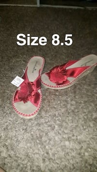 pair of red-and-white sandals Chico, 95926