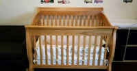 4-In-1 Convertible Crib in Oak
