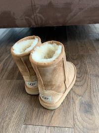 Girls UGGS size 9 Vaughan, L6A 4X4