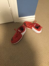 Red and white LeBron James basketball shoes (size 5.5 men's)   East Gwillimbury, L0G 1V0