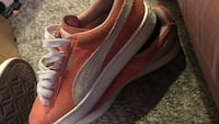 Peach pumas !! Size 4.5Y but fits a woman 6.5 Conway, 29527