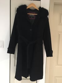 Women Black button-up long-sleeved jacket with a real fur line neck fits medium size Montréal, H3H
