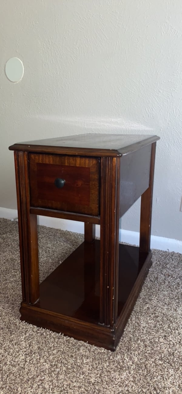 Nightstand ( Willing to negotiate price !) 03fc4c5f-fb9d-4a87-ab2b-a447bedd6a9c