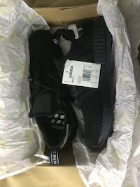 Pair of black adidas low top sneakers in box Mississauga, L4Y 2B8