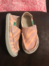 Like new kids sanuk shoes Foley, 36535