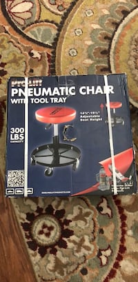 Black and red pneumatic chair with tool tray Knoxville, 37919