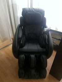 black leather padded massage chair Mississauga, L5B 3Z3