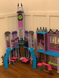 Monster high castle (doll house) Georgetown, L7G 6M3