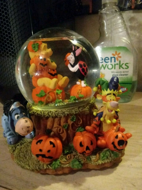 Music by Pooh and Friends Halloween snowglobe