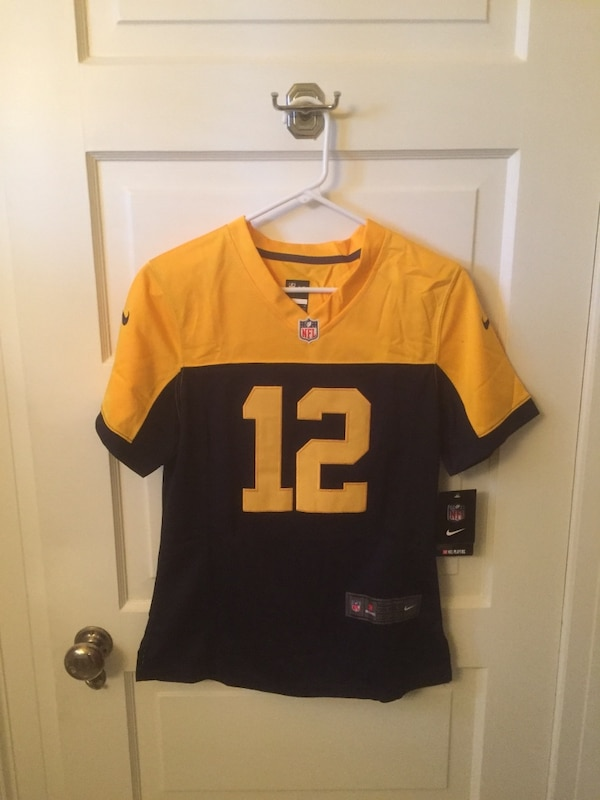 sports shoes 53528 a2691 Women's Aaron Rodgers jersey size medium