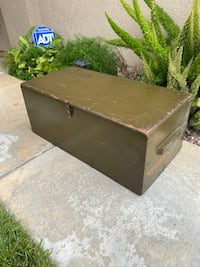 Selling a vintage 2951 military trunk