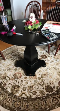round black wooden pedestal table Charles Town, 25414
