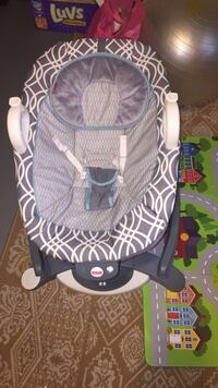 Baby's gray and white bouncer Lillian, 36549