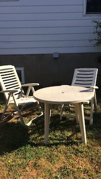 Outdoor table and 2 chairs  Châteauguay, J6J 5H9