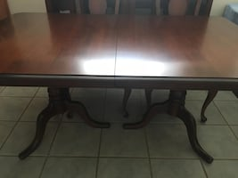 Dining room set beautiful excellent condition like new