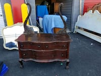 Small chest dresser South Riding, 20152