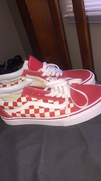 8.5  Checker Vans Derwood, 20855