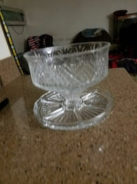 Heavy thick glass Cake/pie/chip/punch bowl Beaumont, 92223
