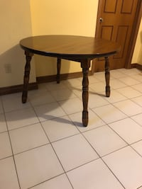 Round wood table  Vaughan, L4H 1C0