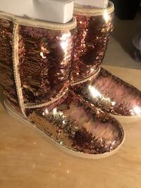 Brand new gold sequin ugg sz 9 Suitland, 20746