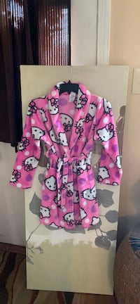 Hello kitty size 10/12 Robe Washington, 20011