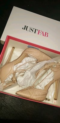 pair of beige leather heels size 5 Leicester, LE2 0DF