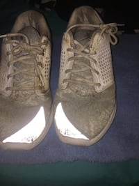 pair of white-and-gray running shoes Appomattox, 24522