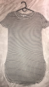 white and black striped crew-neck shirt Mississauga, L4Y 2H1
