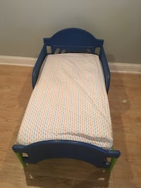 baby's blue and white bassinet Chicago, 60652