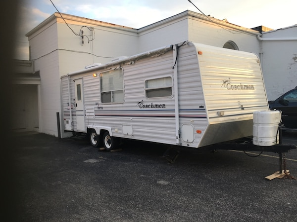 2003 coachman 26 ' sleeps 6 self contained stove oven microwave refrigerator gas and electric everything in great shape needs  awning