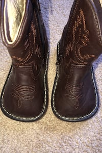Toddler boys leather lined cowboy boots size 5.