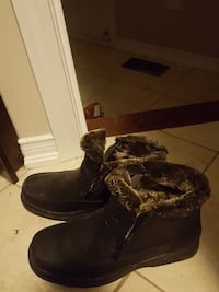 black rubber sheepskin ankle boots Whitby, L1N 0C8