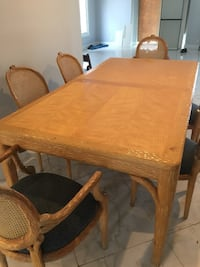 Rectangular brown wooden table with four chairs di Los Angeles, 90035
