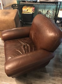 BIG LEATHER ARMCHAIR Los Angeles, 90027